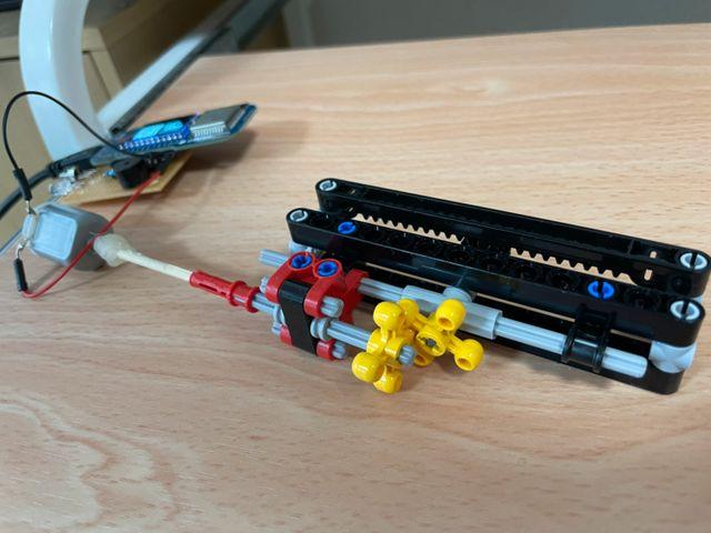 LEGO 振動機構