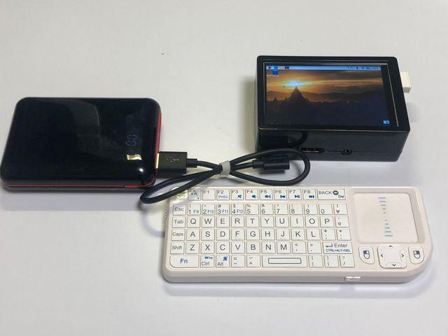 モバイルバッテリー、Raspberry Pi3B+、キーボード